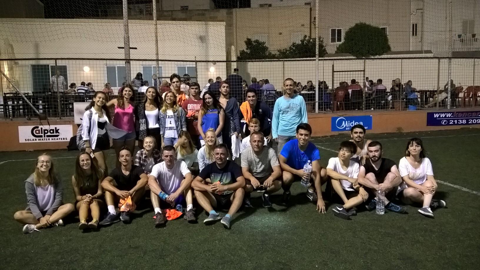 GSE Malta Dil Okulu YurtDisi egitimi Sosyal Programlari Ogrencilerimizle futbol Maci etkinligi cikisinda Turkler Malta'da