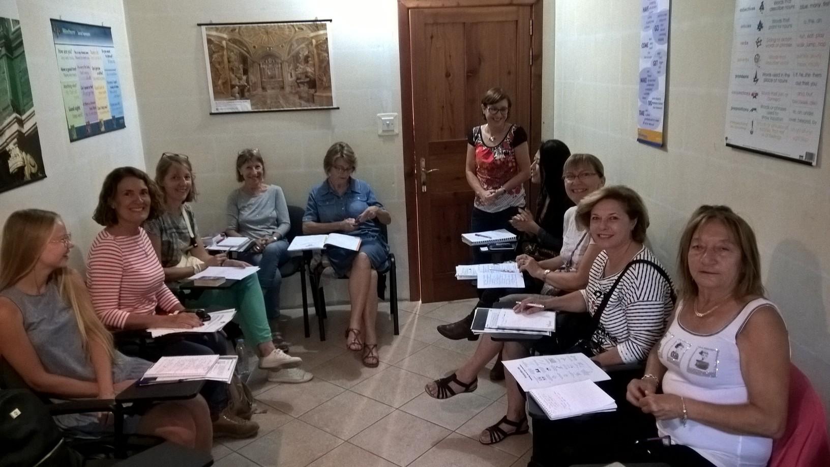 GSE Malta Yurt Disi Egitimi Dil Okulu Ingilizce Kursu 50+Program ogrencileri derste iken