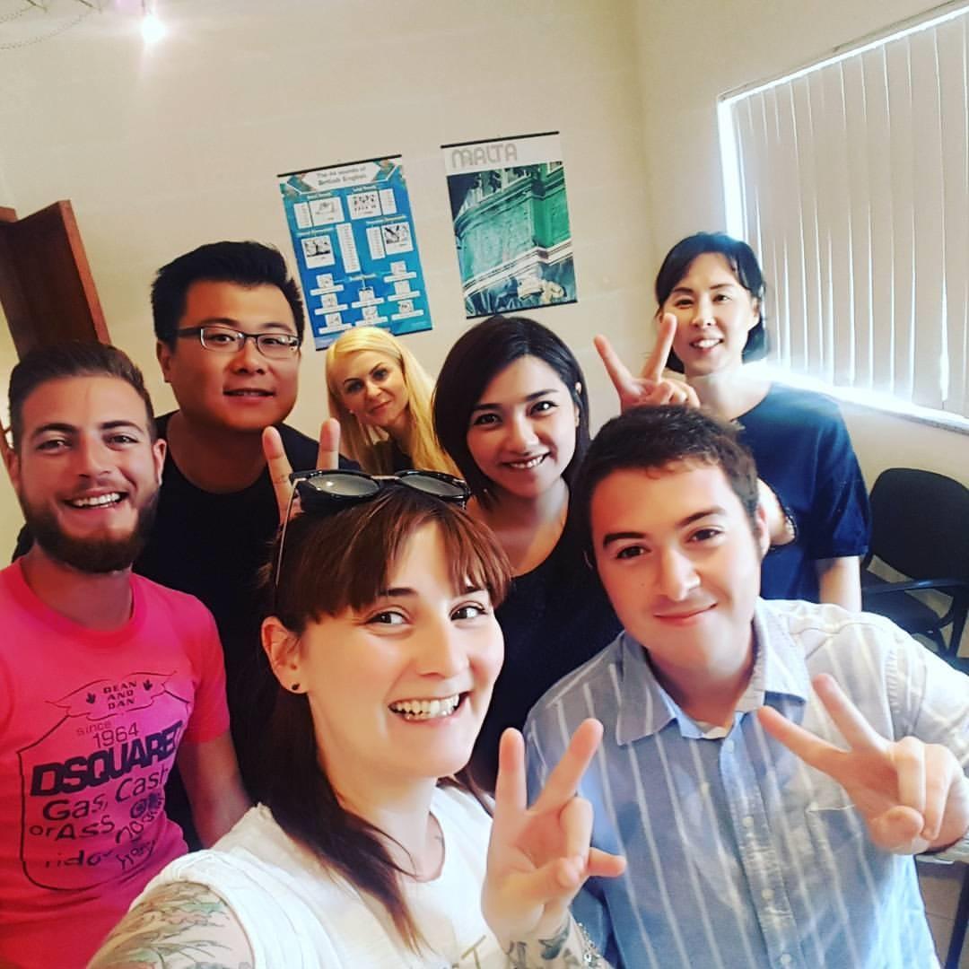 GSE ecole d'anglais Malte - grand mélange de nationalités de tous les étudiants du monde entier venant d'Italie, d'Espagne, de Taiwan, de Turquie et de Corée